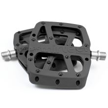 E-13 pedály Base Flat Pedal | Composite Body | 22 Pins | Black